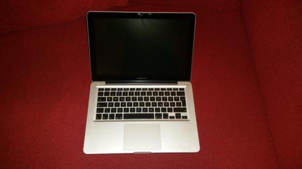 Apple MacBook Pro A1278 13,3 Zoll 2,4 GHz Intel Core i5, 4 GB RAM, OS X 10.8.5