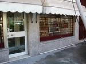 Laden in Mailand zu verkaufen