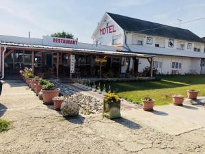 In Ungarn am Rande von Debrecen, 28 Zimmer Motel & Restaurant zum Verkauf!