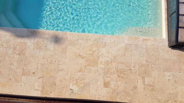 Travertin – für auβen: Travertin geschnittene Naturstein für Terasse, am Pool