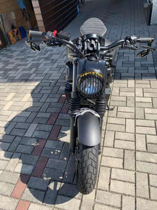 Yamaha XSR 700 mit Willbers 40mm Tieferlegung Naked Bike