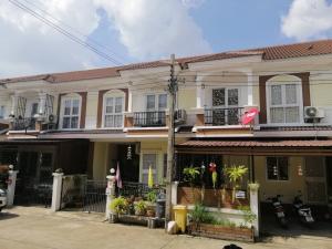 Thailand, hübsches Townhouse 30 km östlich von Bangkok