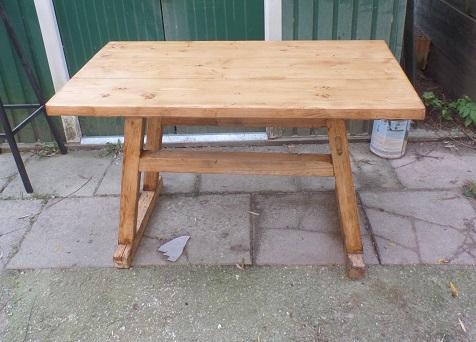 Tisch rustikal