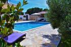 Ferienapartments Villa Barbara, Insel Brac, Kroatien **Mit Pool, 300 m vom Meer**