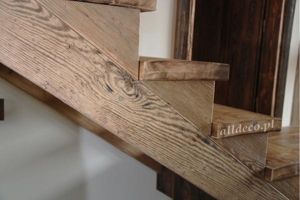 Solide Treppen aus Altholz