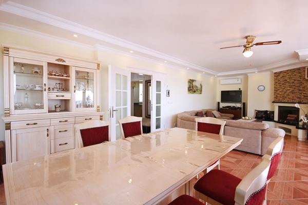 Spektakuläre Luxusvilla mit 3 Etagen und einem wunderschönen Panorama