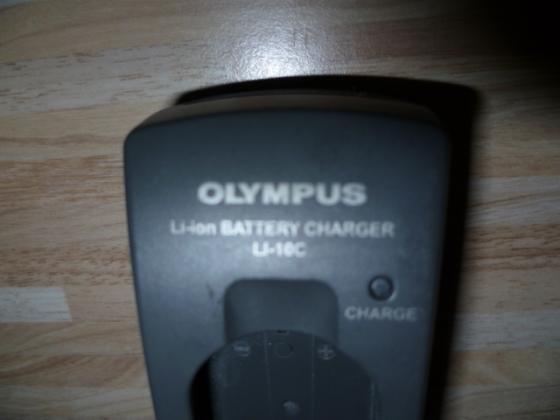 Olympus Ladegerät LI-10C Nr.52