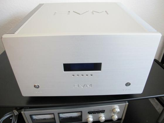 AVM Ovation SA8.2 High End Endstufe in silber Top